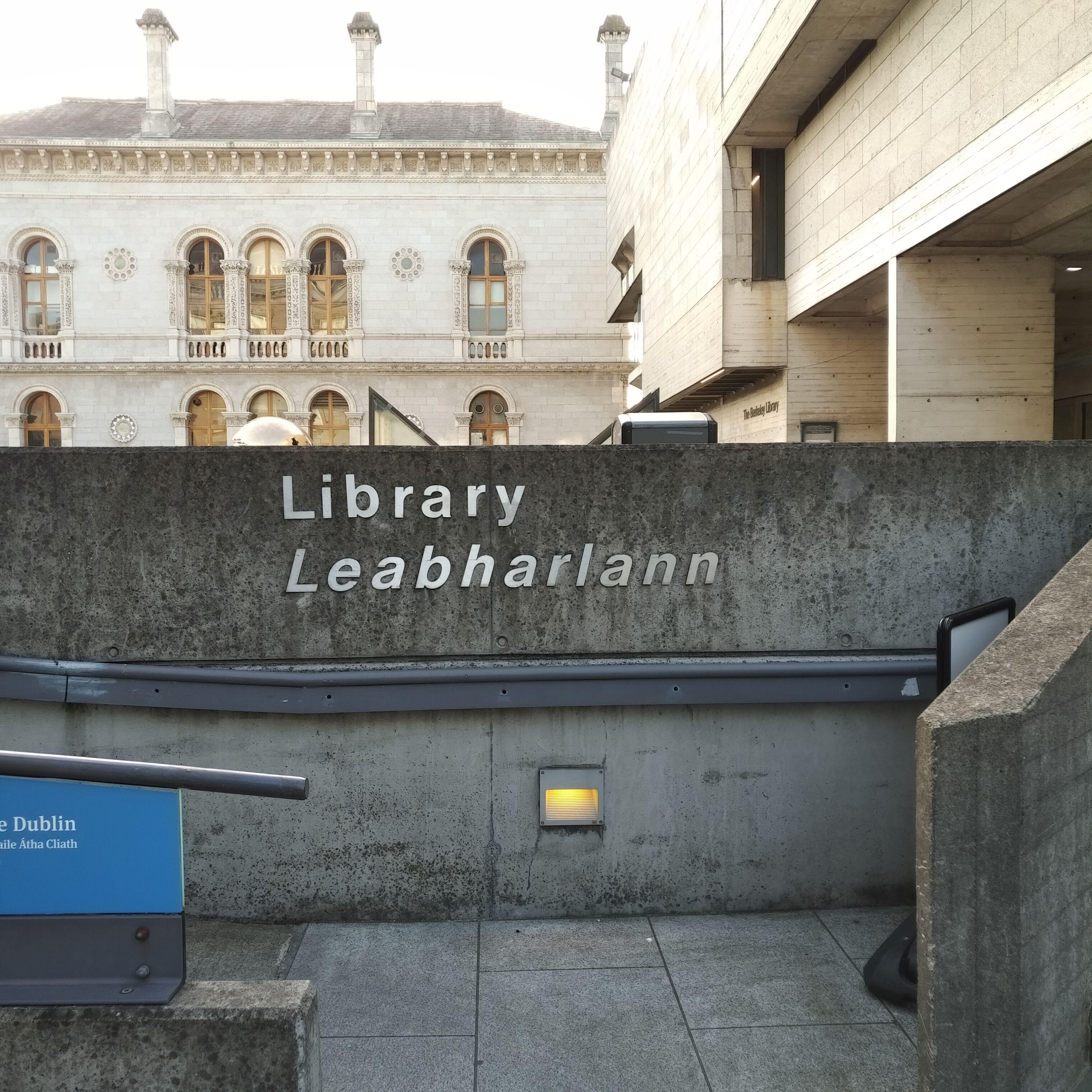 Schild an der Bibliothek des Trinity College Dublin